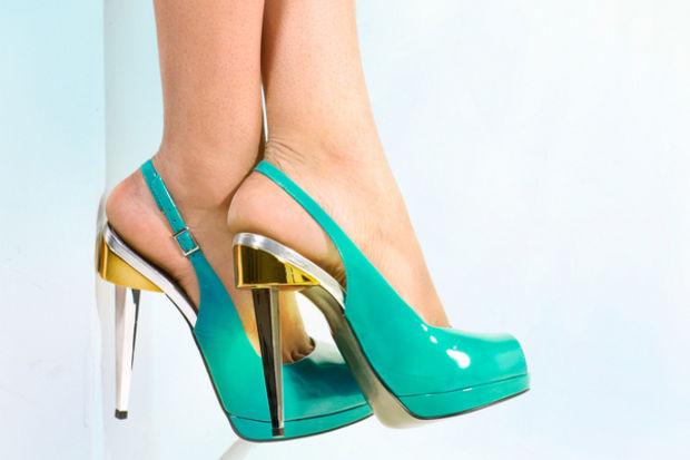 Sivri burunlu yüksek topuklu ayakkabılara dikkat!