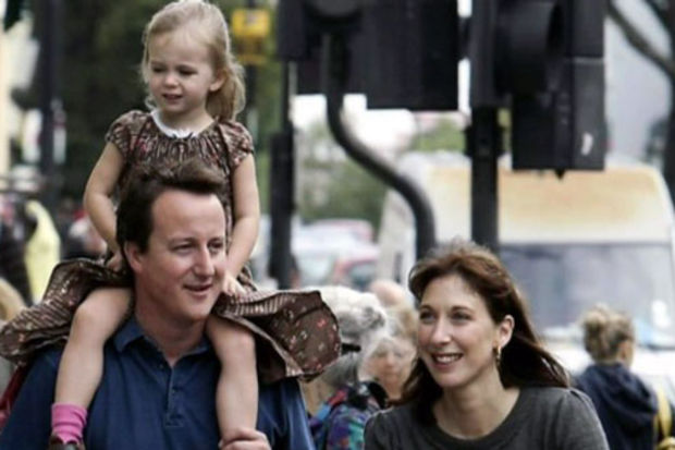 Kızını pub'da unutan başkan!