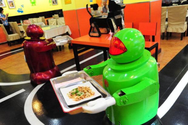 Bu restoranda 18 robot servis yapıyor!