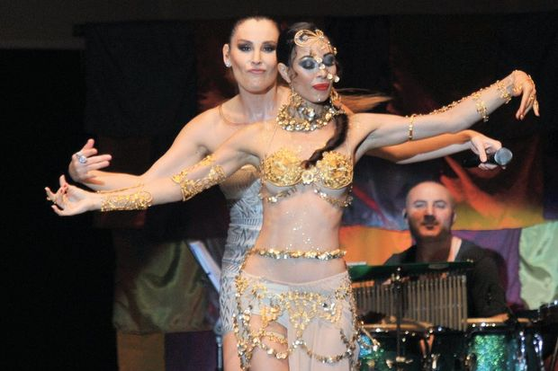 Funda Arar'dan dans şov