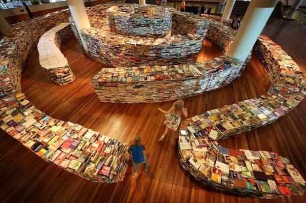 Kitapların arasında kaybolmaya ne dersiniz? İşte kitap labirenti!