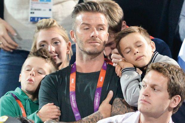Baba maç izledi çocuklar uyudu!