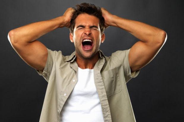 Erkekleri sinirlendiren 10 kusurlu davranış!