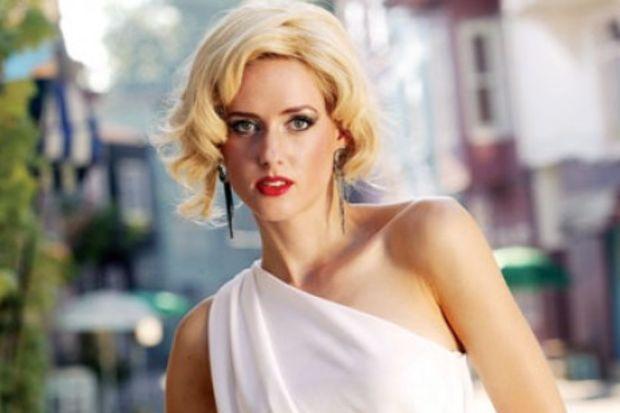 Carolin'in yeni imajı Marilyn Monroe'dan…