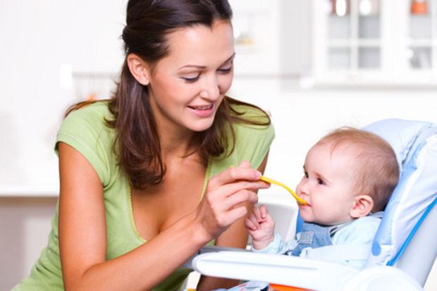 Bebeğinize yeni yemek yedirmenin 5 yolu!