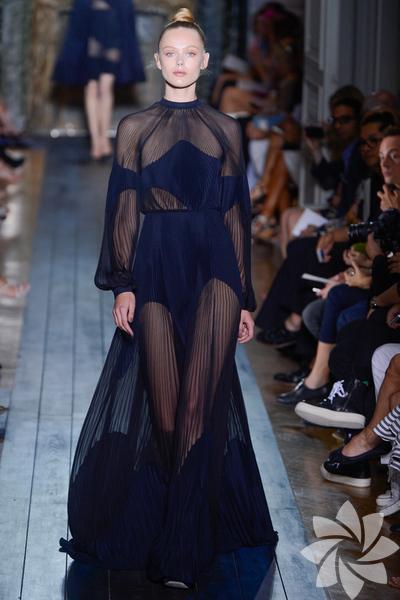 Valentino 2012 Haute Couture Sonbahar Kış defilesi...