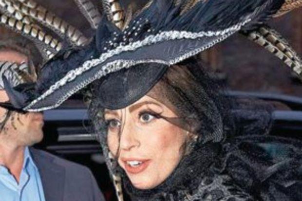 Tavuskuşu Lady Gaga!