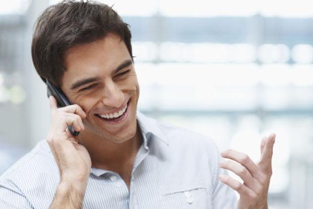 Hangi telefon kablosuz şarj özelliği ile geliyor?