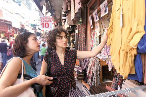 Paris'te Saint Denis İstanbul'da Mahmutpaşa…