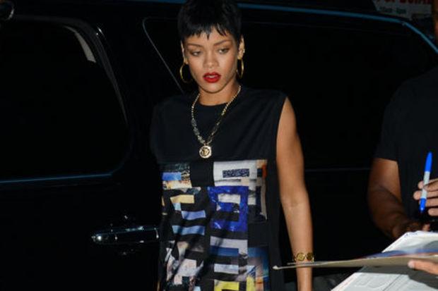 Yılan Rihanna!