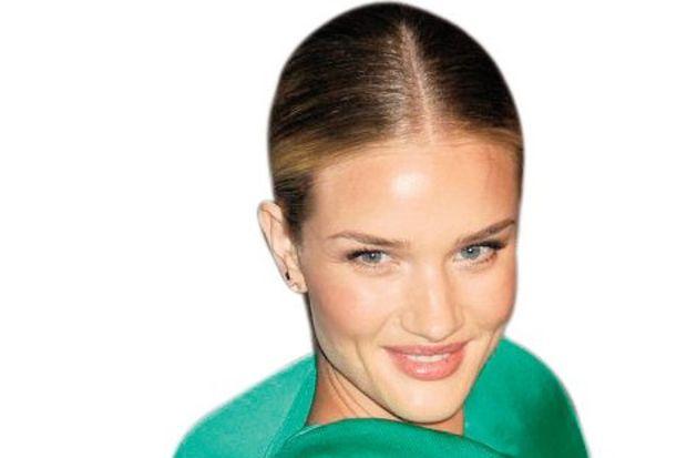 """Galanın en şık kadını """"yeşil melek"""""""