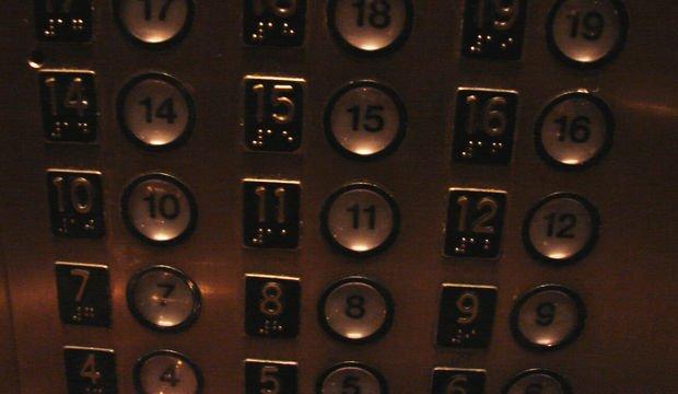 Eyvah! Asansörde kaldım!