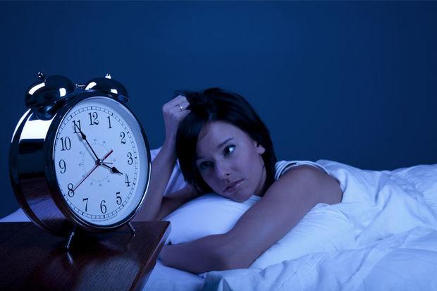 Uyku problemi çekmemek için teknolojiyi yatağa almayın!