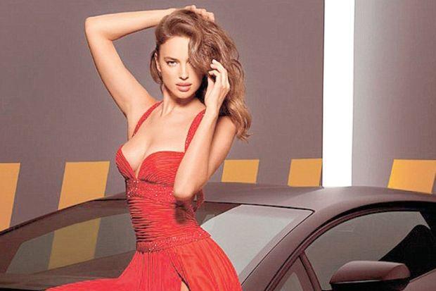 Kırmızı gelinlikli Irina!
