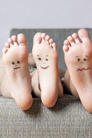 Ayaklarınızdaki çatlakları salatalıkla tedavi edin