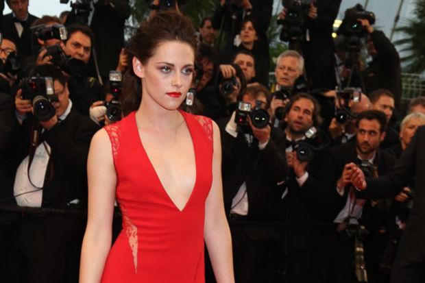Ünlüler ve en çekici kırmızı elbiseleri...