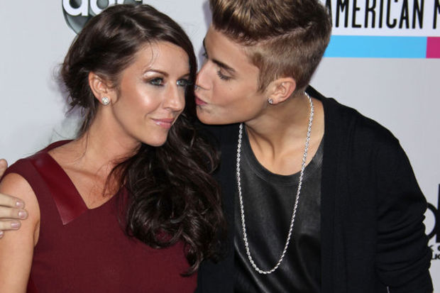 """Justin Bieber: """"Annemin hayatını okumak zor geldi!"""""""