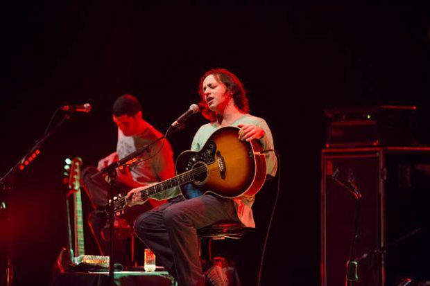 Duman İş Sanat'ta akustik rock konseri verdi!