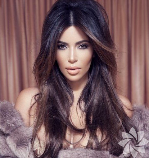 Kim Kardashian Factice Magazine dergisinde...