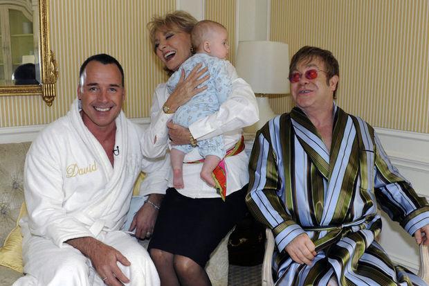 Elton John ikinci kez 'baba' oldu!