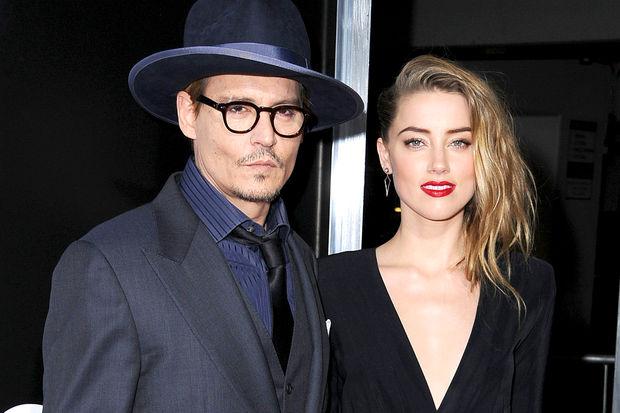 Depp'i bir kadın için terk etti!
