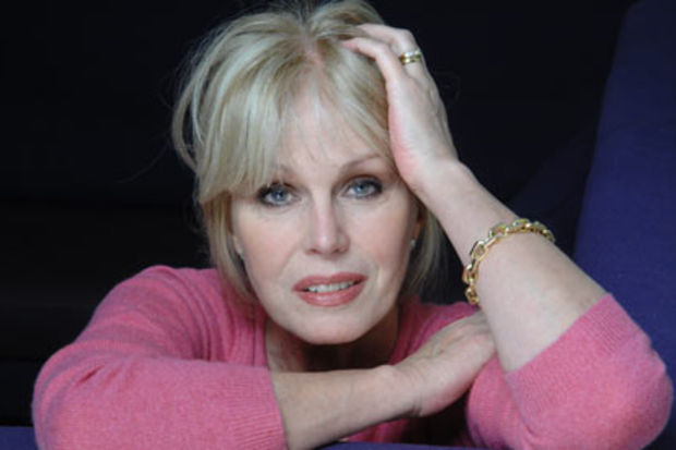 """Joanna Lumley: """"Dar giyip içersen tecavüz ederler!"""""""