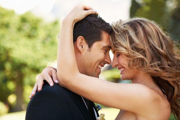 Evliliklerde siyah gözlük yerine pembe gözlük takmak gerekiyor!