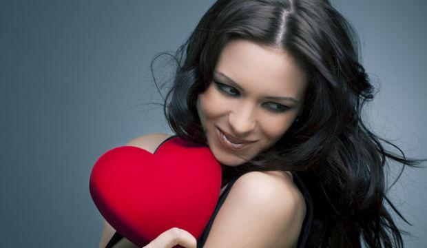 Sevgililer gününde yalnızlığa değil, iyi ilişkilere odaklanın!