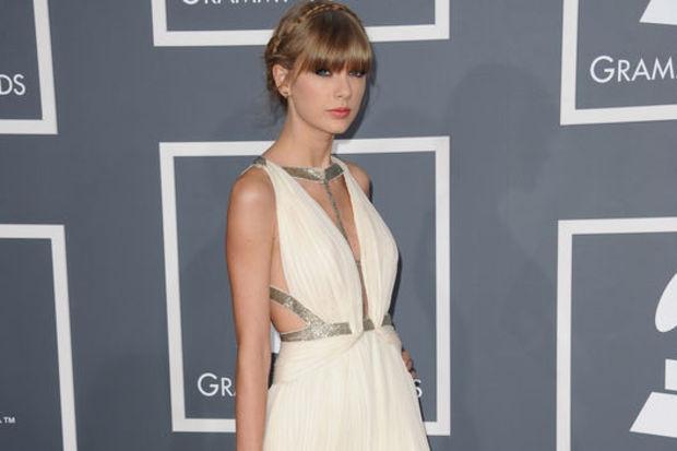 """Taylor Swift: """"Şarkılar aşk acımı dindiriyor!"""""""
