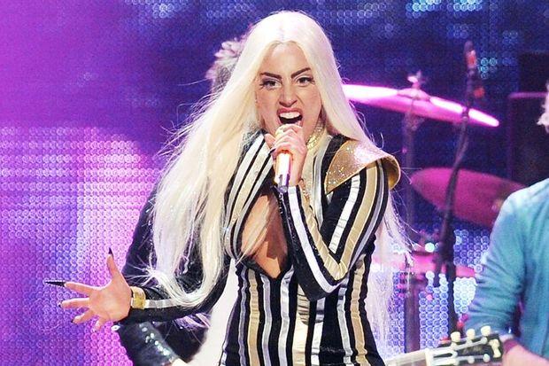 Lady Gaga dört konserini erteledi!