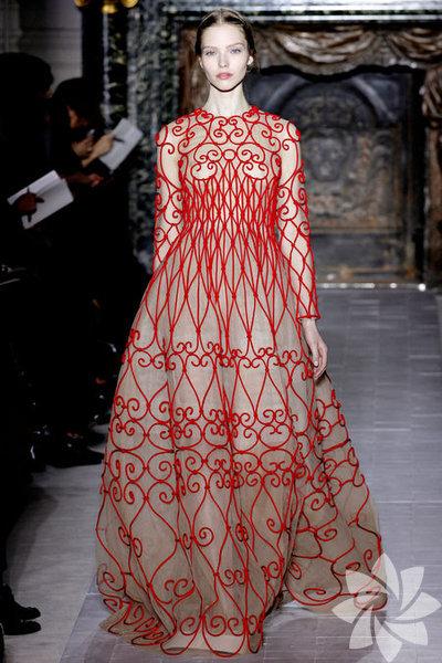 Valentino 2013 Haute Couture İlkbahar Yaz Koleksiyonundan fotoğraflar...
