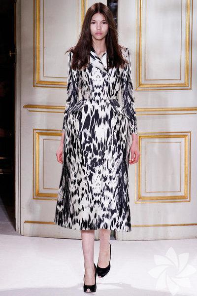 Giambattista Valli 2013 Haute Couture İlkbahar Yaz Koleksiyonundan fotoğraflar...