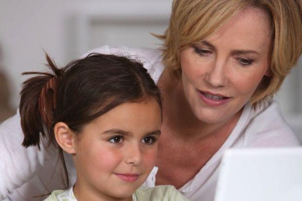 Anneler çocuklarını gözetlemek için Facebook'a giriyor!