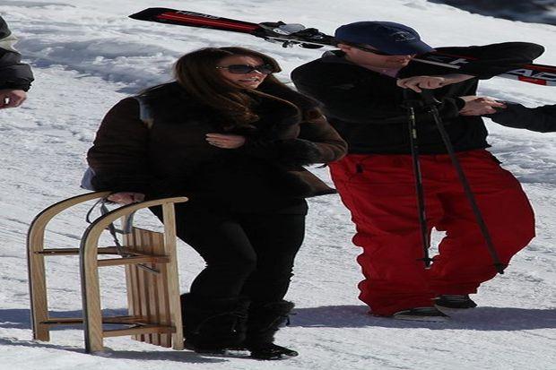 Düşes yakınlarıyla kayak keyfi yaptı...