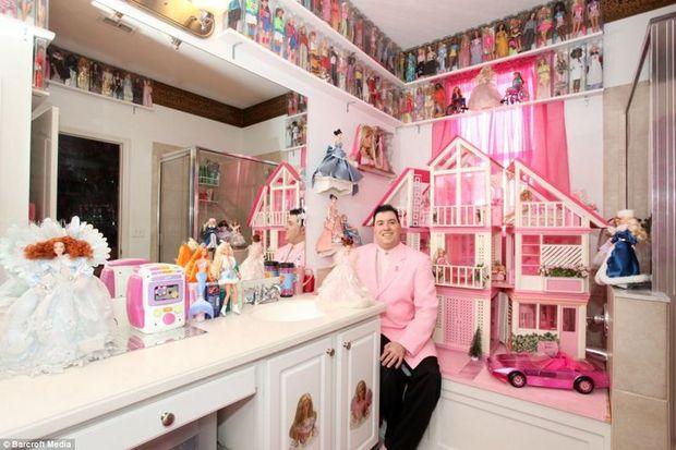 2 bin Barbie'si olan adam!