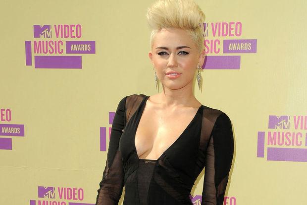 Miley kendini işine adadı!