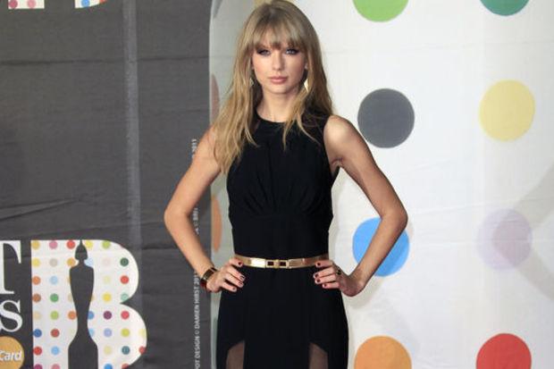 Taylor'lı dergiler satmıyor!