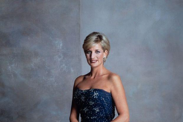 Diana'nın elbiseleri 2 milyona satıldı!