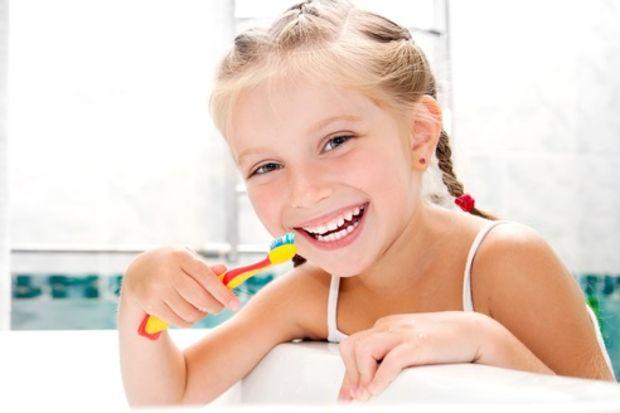 Çocuklarda düzenli diş fırçalama seansları!