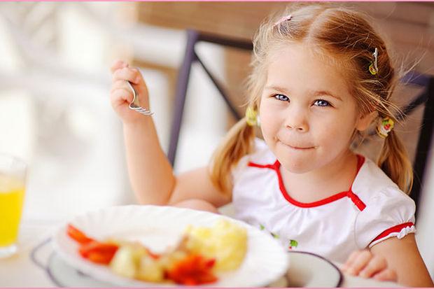 Çocukların yemeğine tuz atmayın!