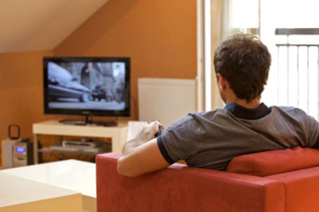 Çok fazla televizyon izlemek sperm sayısını düşürüyor!