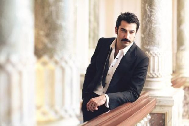 Tüm karizmasıyla Kenan İmirzalıoğlu...