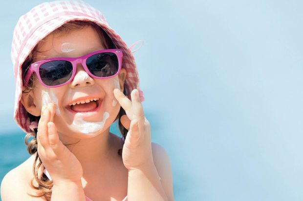 2 yaşından itibaren çocuklar da güneş gözlüğü takmalı!
