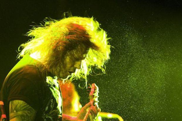 Slayer'ın gitaristi Hanneman öldü!