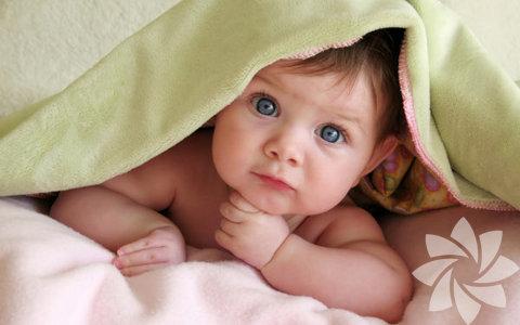 Anne babanın tepkileri beyin gelişimini etkiliyor Bebek beyni, gelişimin sürecinde anne-babanın tepkilerini kullanacak şekilde oluşmuştur. Uzmanlar, ebeveynlerin bebeğin ihtiyaçlarına derhal cevap vererek beyin gelişimini destekleyebileceklerini savunuyor.
