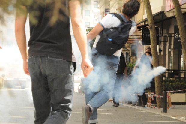 Gezi Parkı eylemine İstiklal'de biber gazlı müdahale...