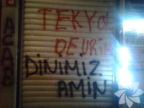 """""""Tek yol devrim, dinimiz amin"""""""