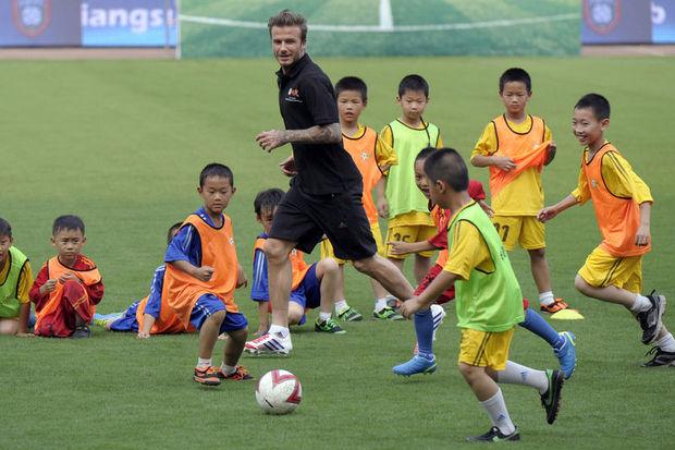 Beckham Çin' de sahaya çıktı