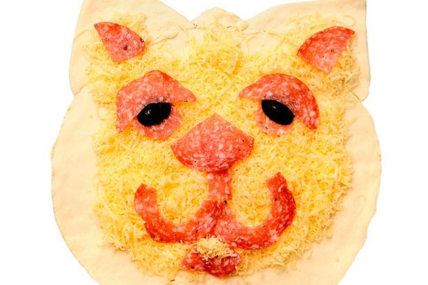 Kedi suratlı pizza