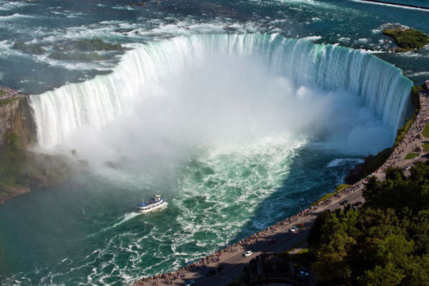 Dünyada tek ters akan şelale: Niagara Şelasi